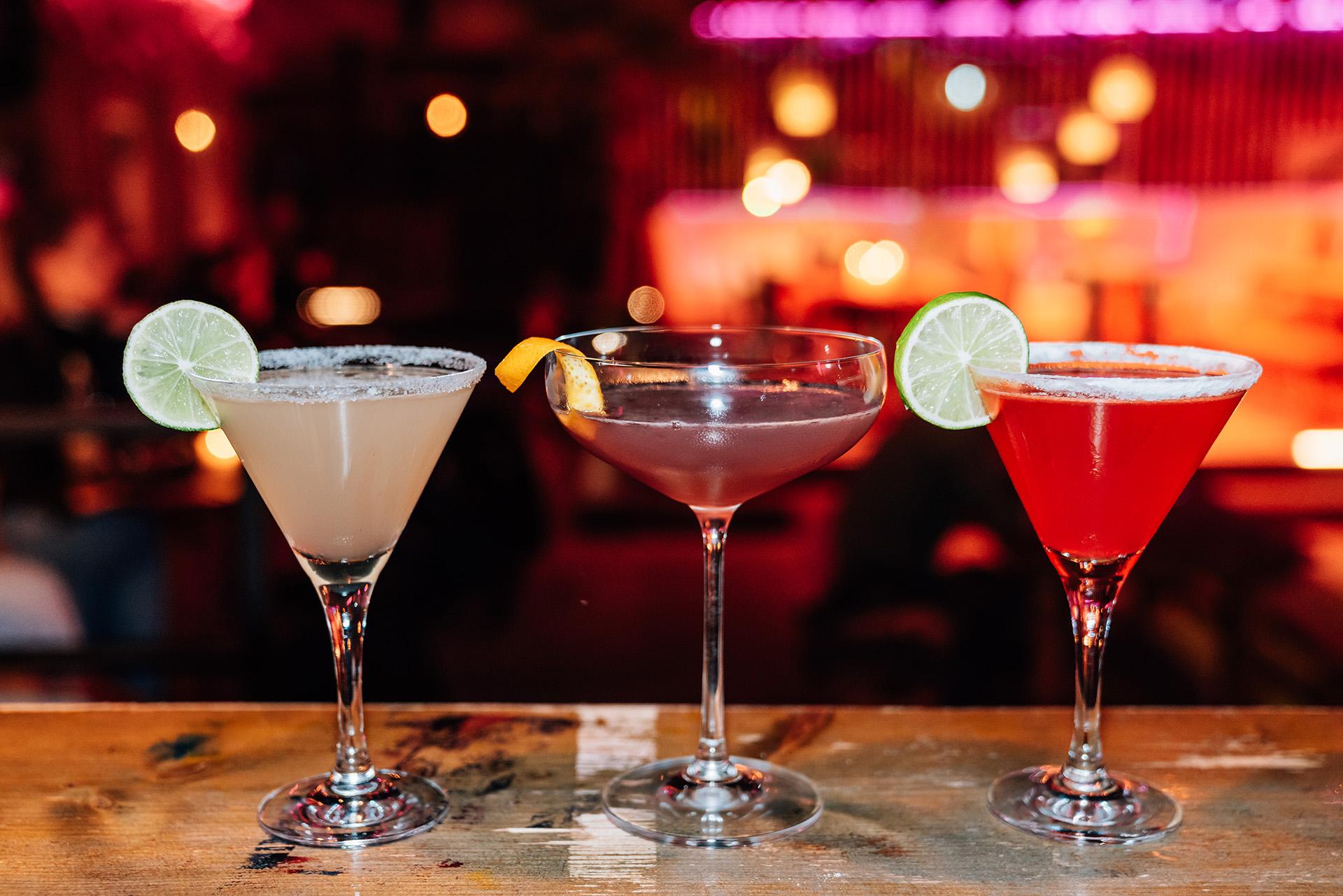 Cocktails auf der Theke im Heaven Club Münster